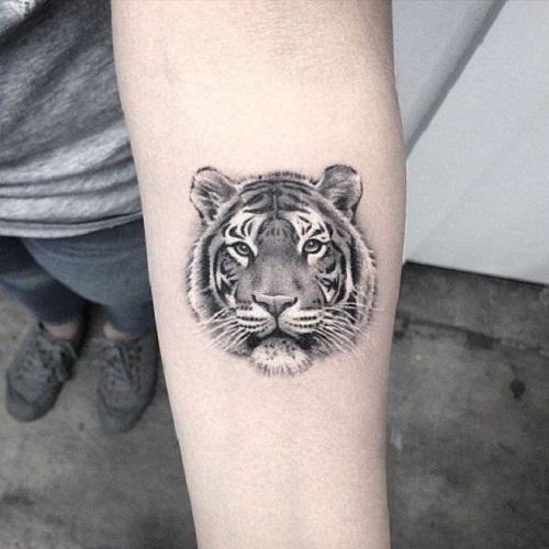hình xăm con hổ nhỏ ở tay
