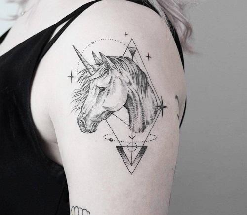 hình xăm ngựa 1 sừng