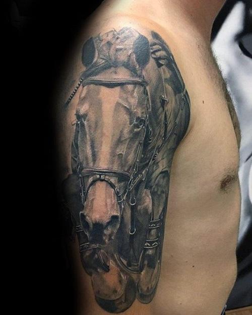 hình xăm ngựa ở bắp tay