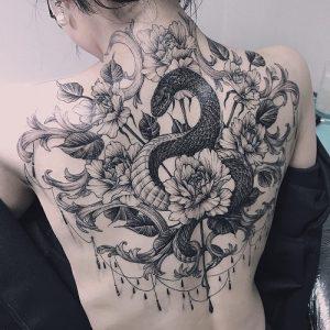 hình xăm rắn trên lưng