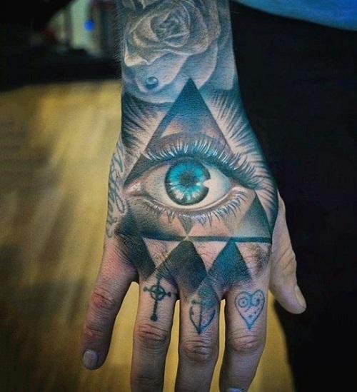 hình xăm tam giác ở mu bàn tay