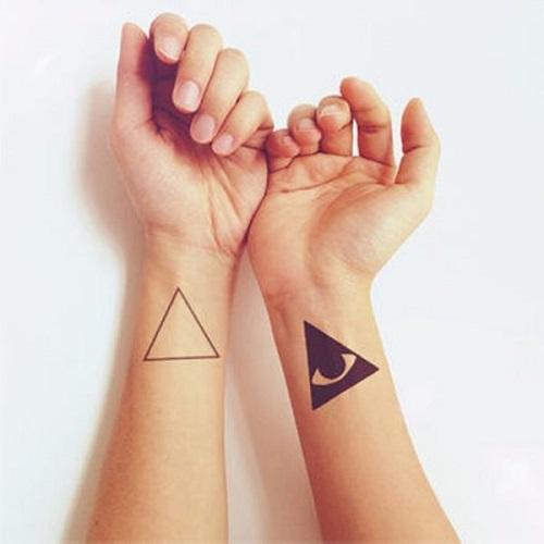 hình xăm tam giác ở tay
