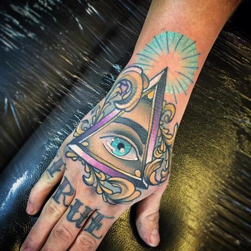 hình xăm tam giác trên bàn tay