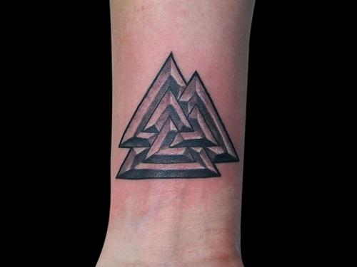 hình xăm tattoo tam giác