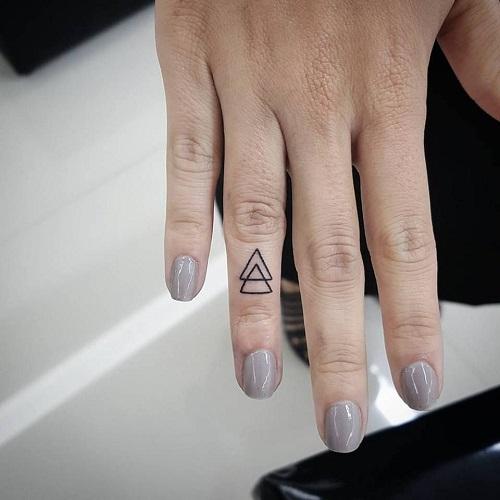 hình xăm tay tam giác