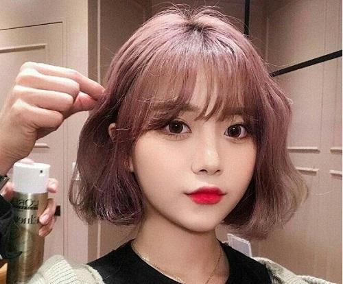 mặt tròn trán ngắn hợp kiểu tóc nào