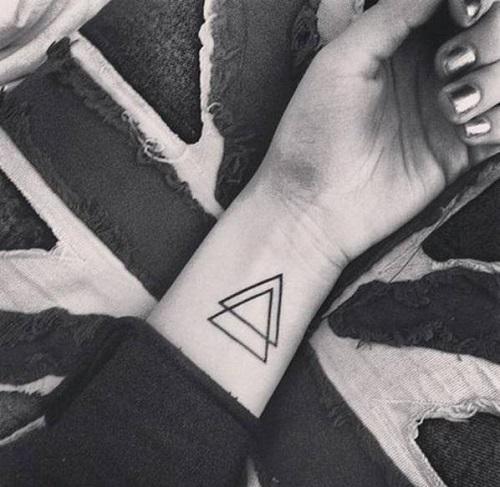 ý nghĩa hình xăm tam giác kép