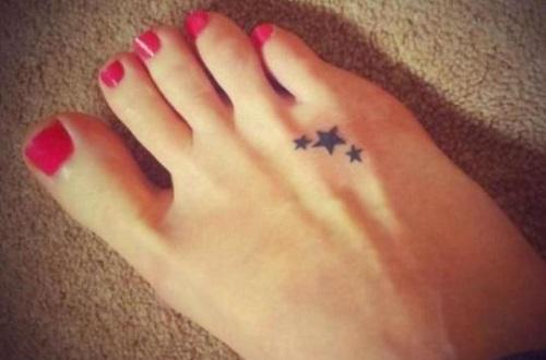 xăm ngôi sao ở bàn chân