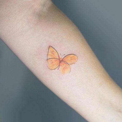 hình xăm con bướm ở cổ tay