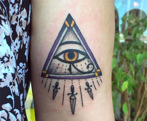 hình xăm con mắt tam giác