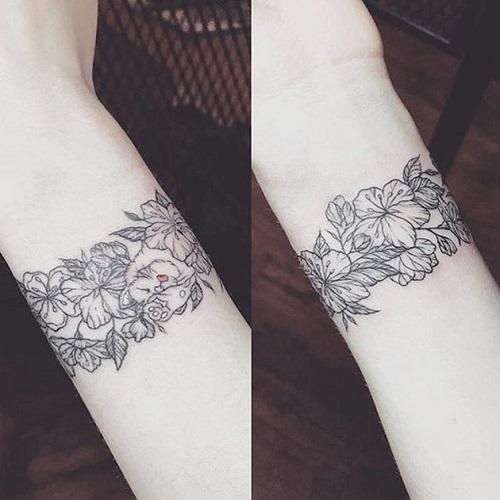 hình xăm hoa văn ở cổ tay