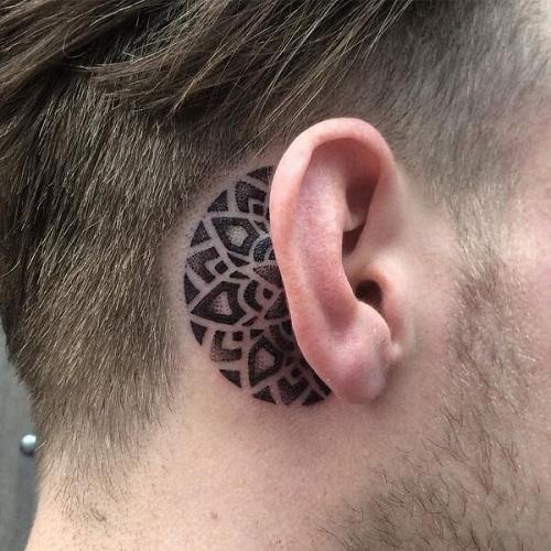 hình xăm nhỏ trên sau tai